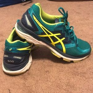 Women's Size 9 Asics GT-2000 Running Shoes